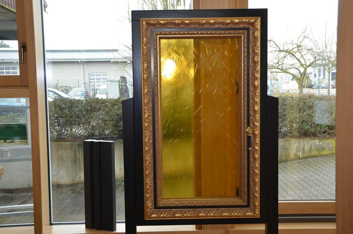 окно обрамленное багетом