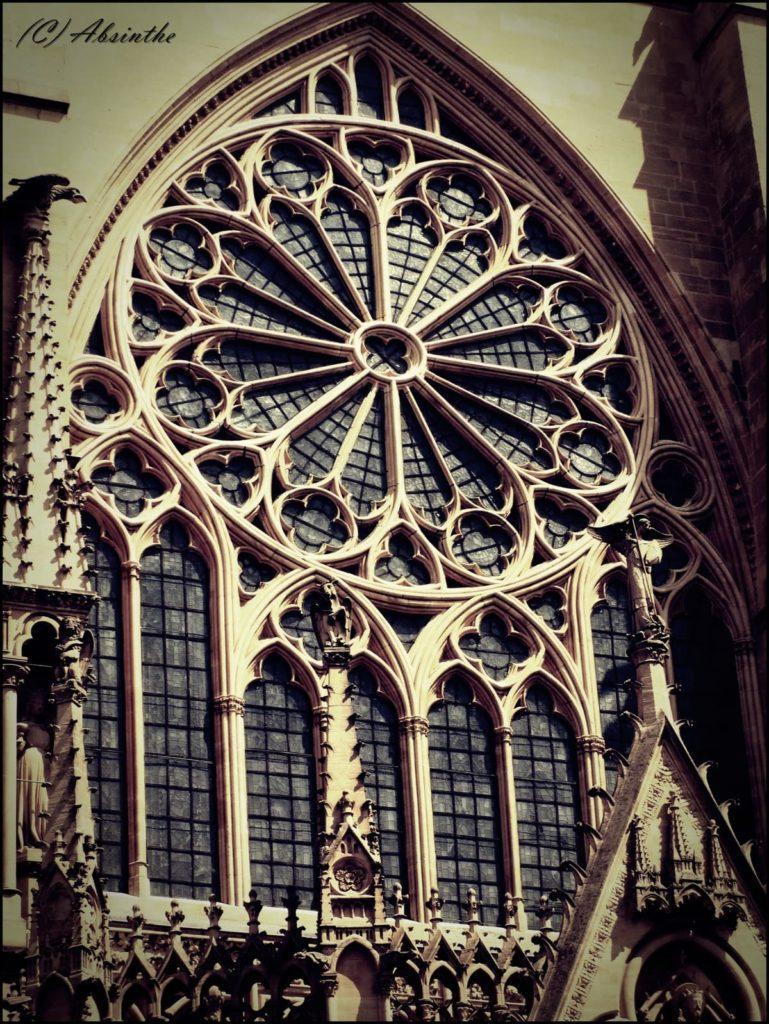 Стиль Готика - красивые и сложные окна