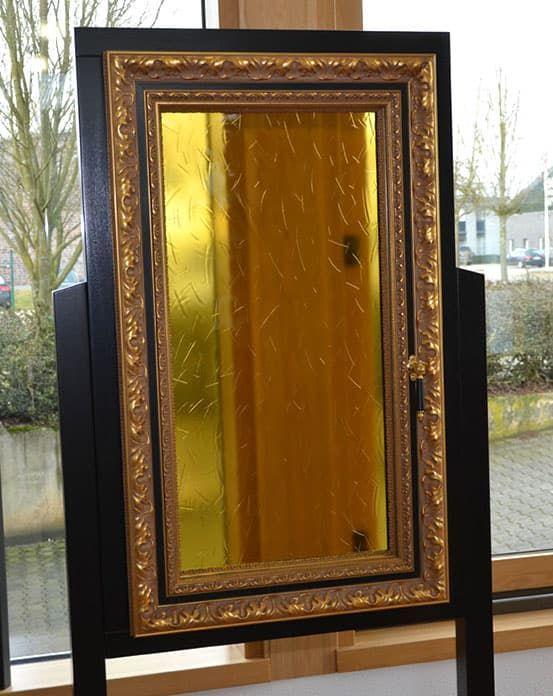 Окно картина или окно обрамленное багетом
