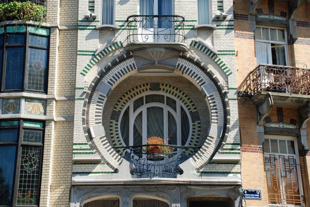 Влияние стиля ар-нуво на вид деревянных окон