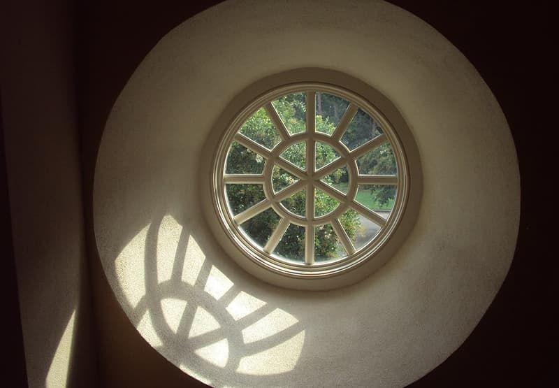 Деревянные круглые окна