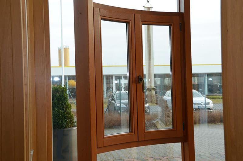 Немецкое радиусное (гнутое) окно с моллированным стеклопакетом