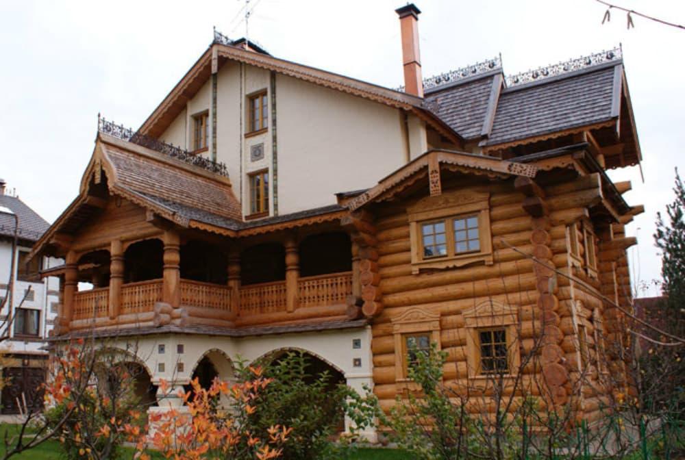 Окна из дерева для стиля Кантри
