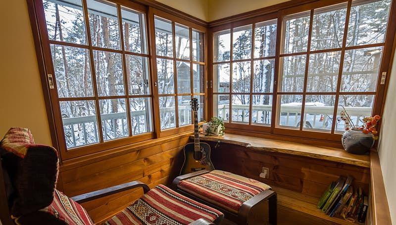 Деревянные окна из лиственницы – доступная долговечность