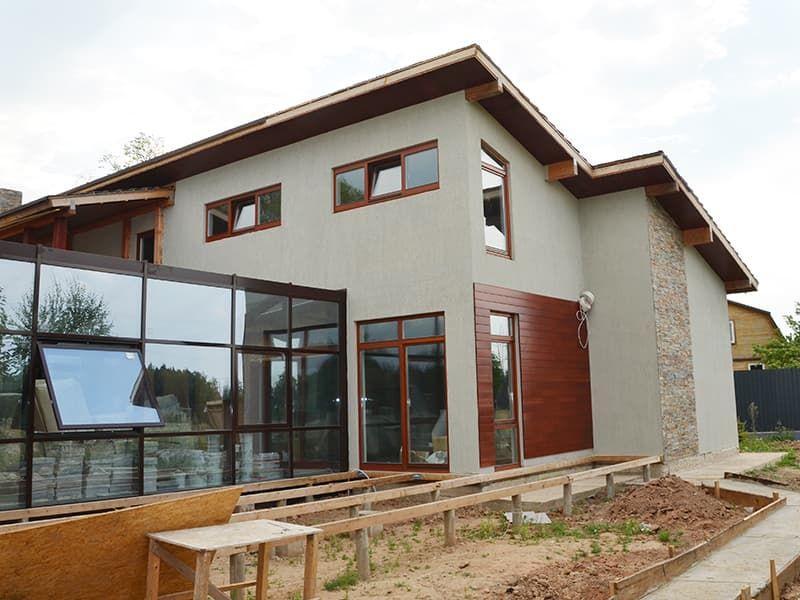 Деревянные окна для кирпичного дома