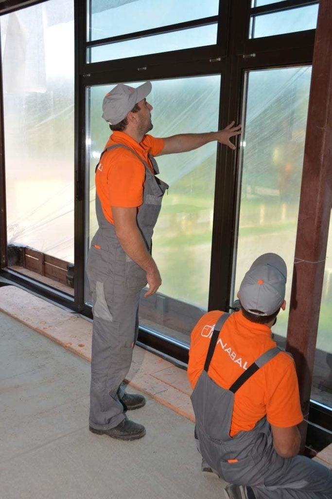 Монтаж деревянных и дерево-алюминиевых окон