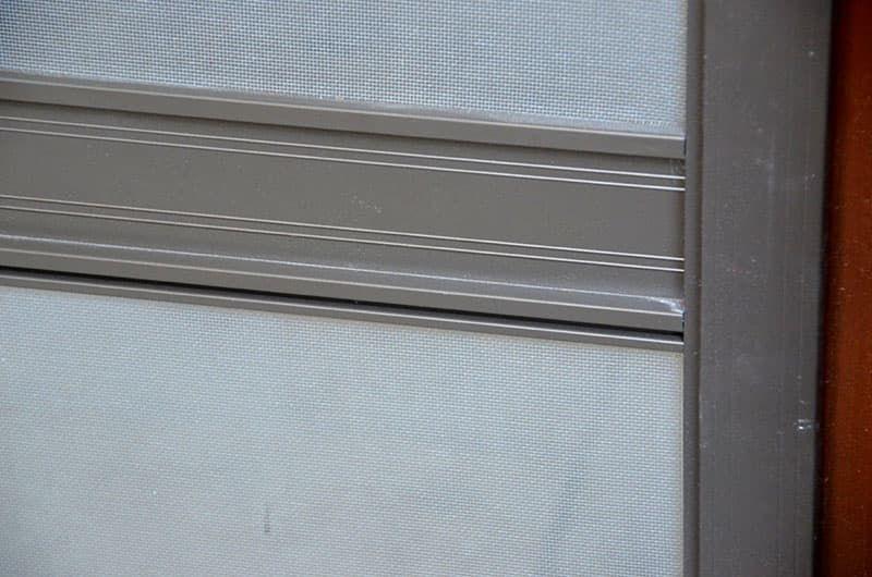Москитные сетки для окон из дерева