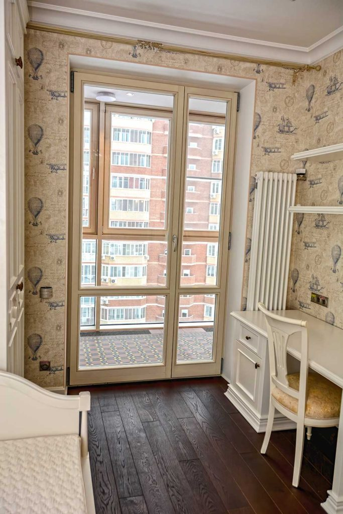 Установлены окна из лиственницы, HS портал и остекление лоджии