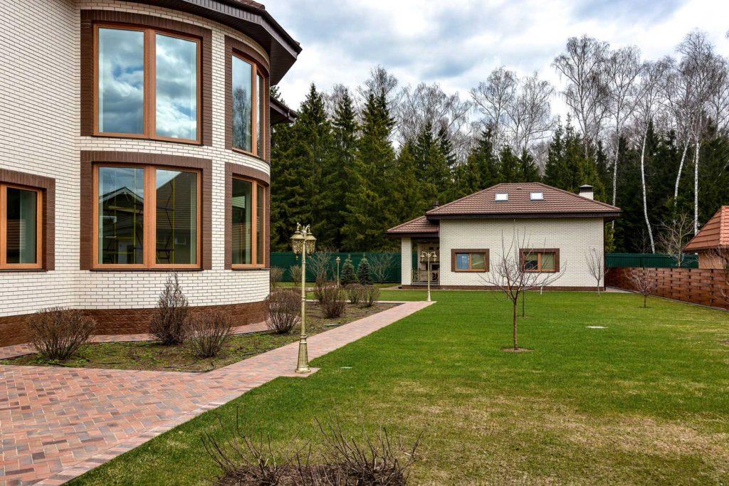 Установлены дубовые окна немецкого производства