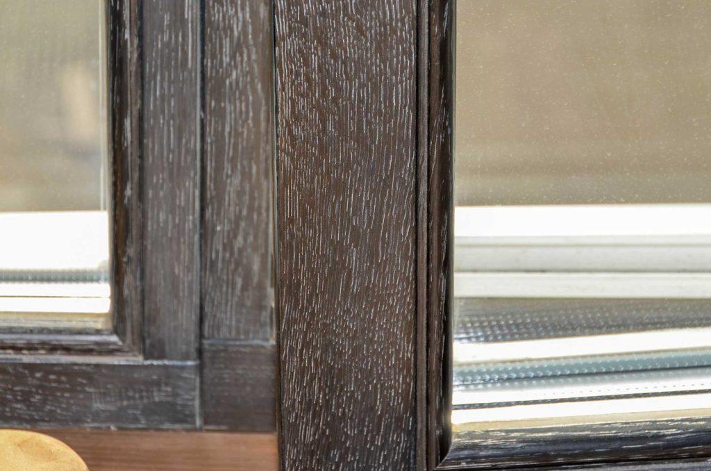 Изготовление деревянных окон в офисе Action