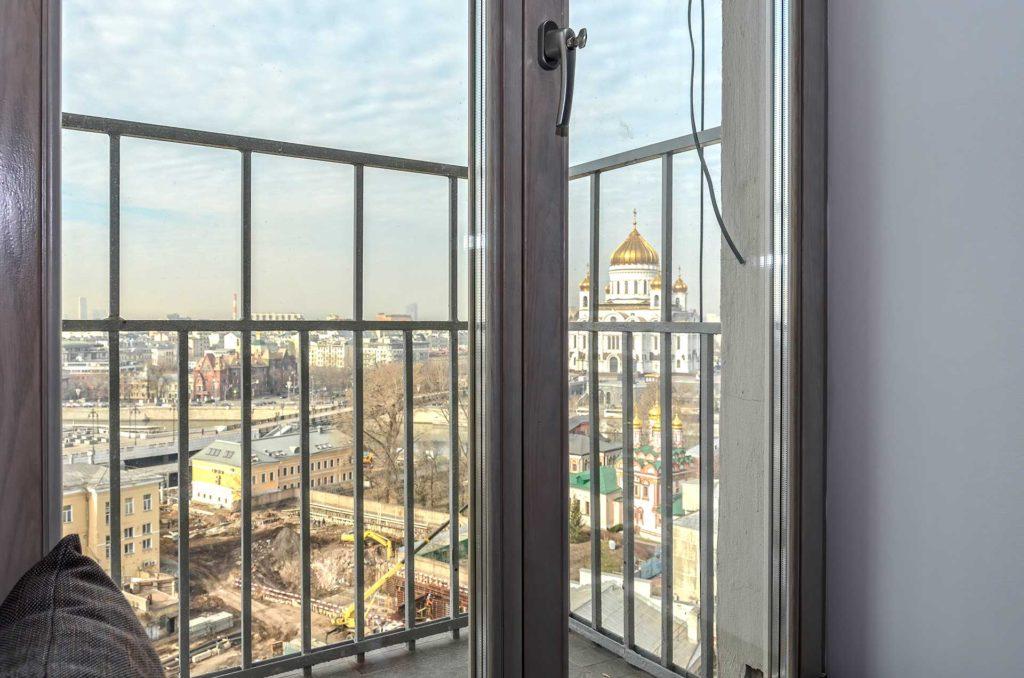 Установлены дубовые окна с максимально светлой и прозрачной окраской