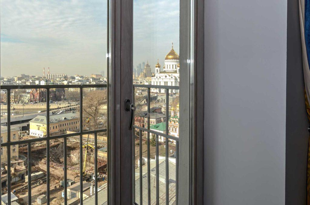 Остекления квартиры дубовыми окнами