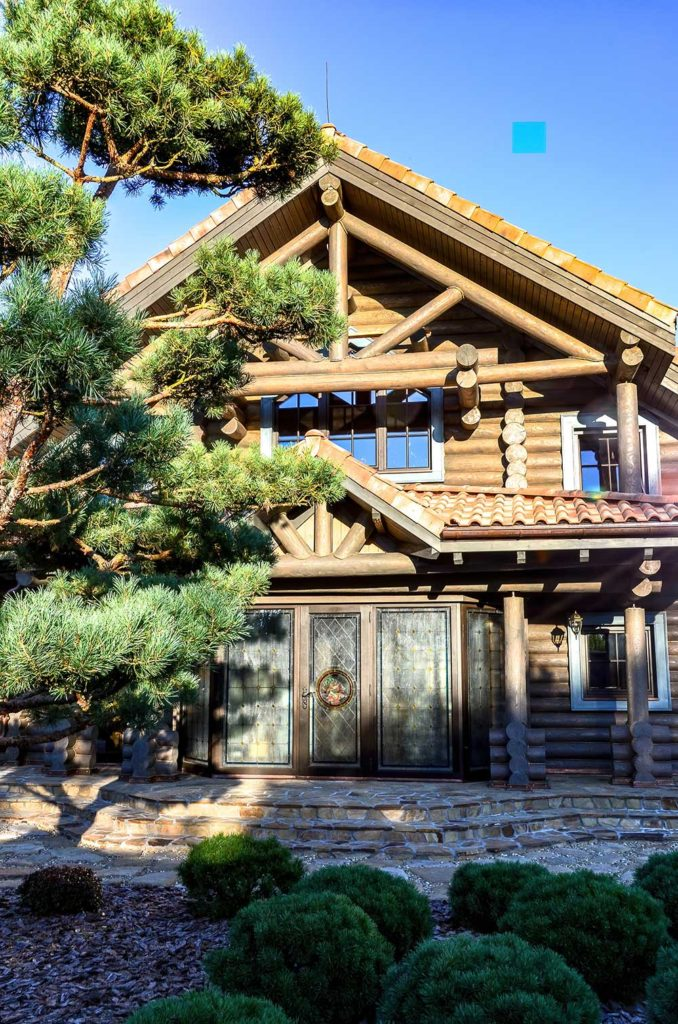 Остекление бревенчатого дома в историческом стиле