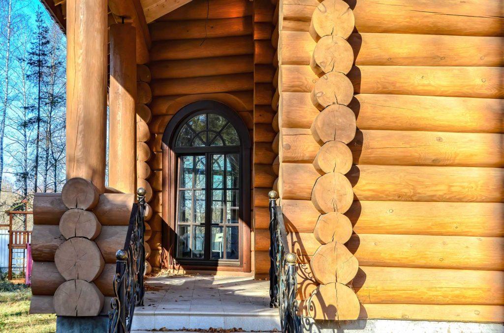 Остекление деревянного бревенчатого дома польскими окнами