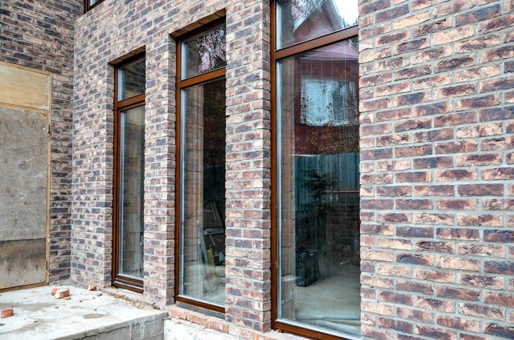 Остекление дома свето прозрачными конструкциями из сосны