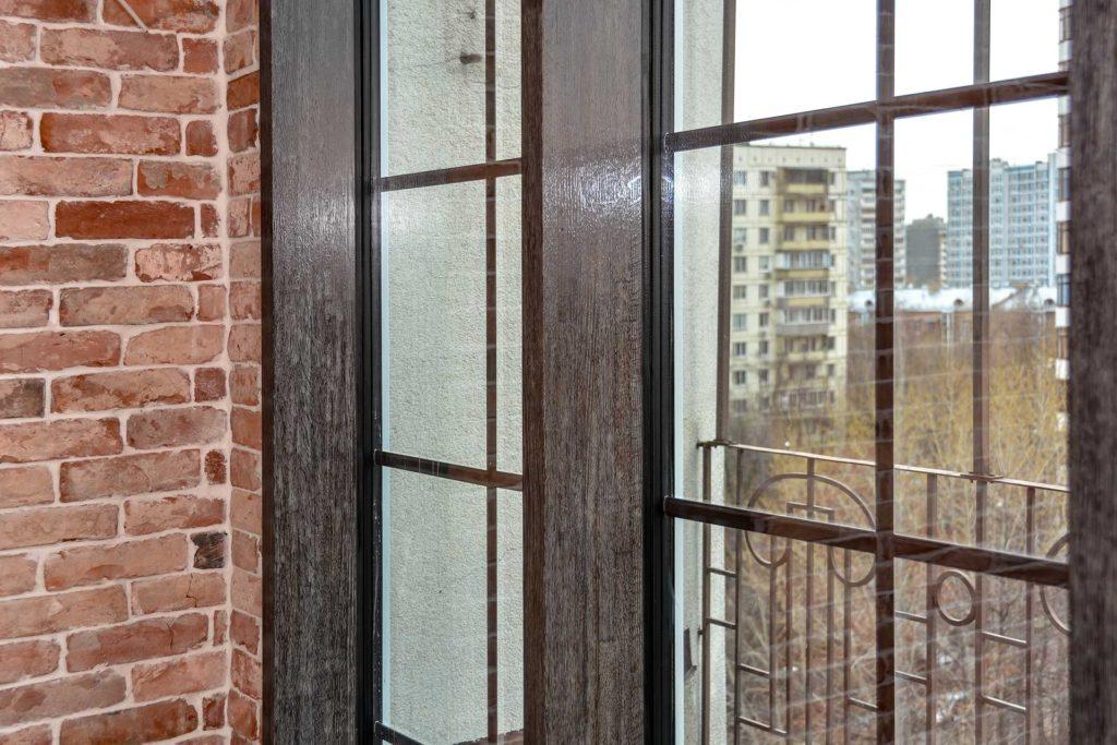 Остекления окнами и фасадной конструкцией из дуба