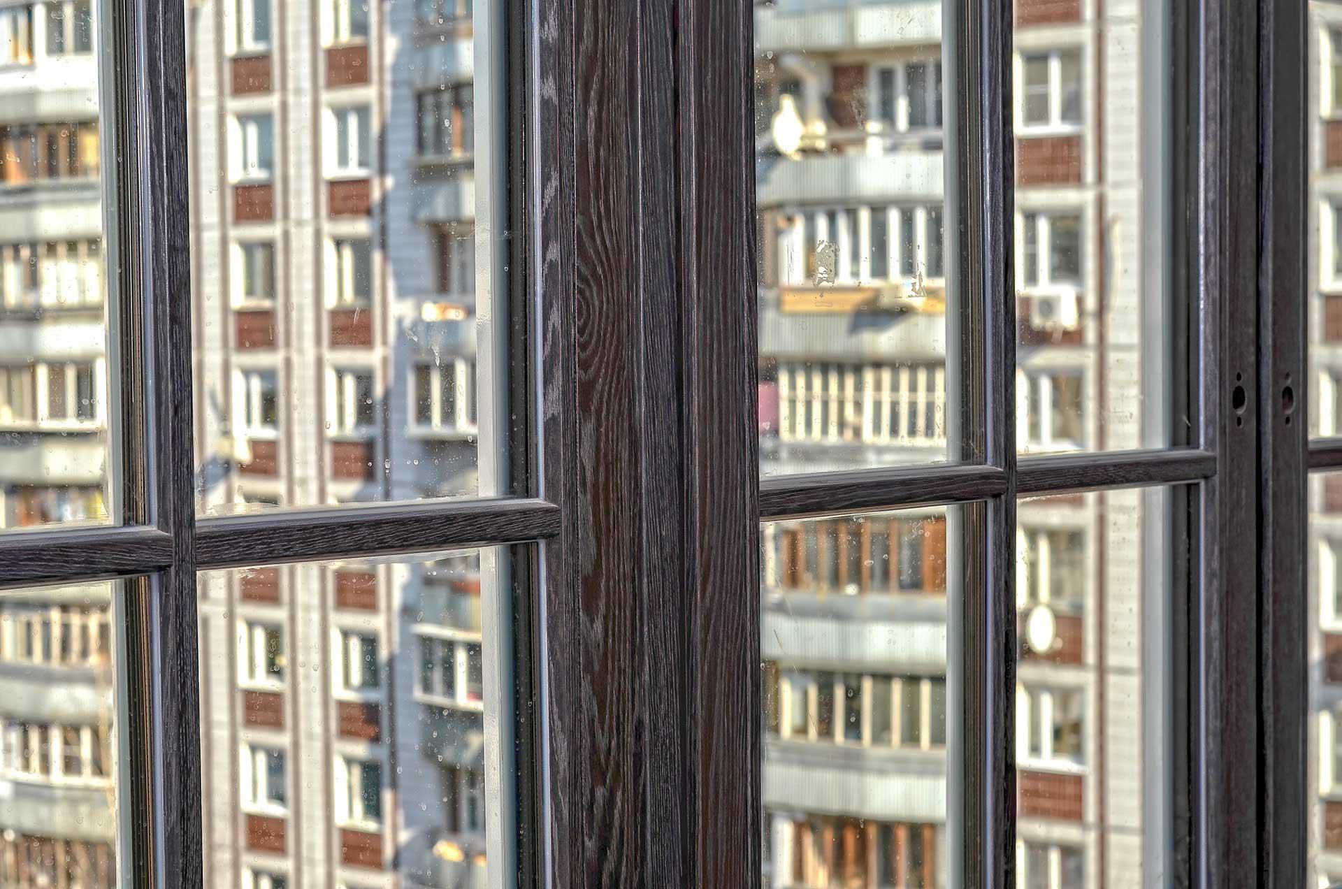 Остекление квартиры дубовыми окнами