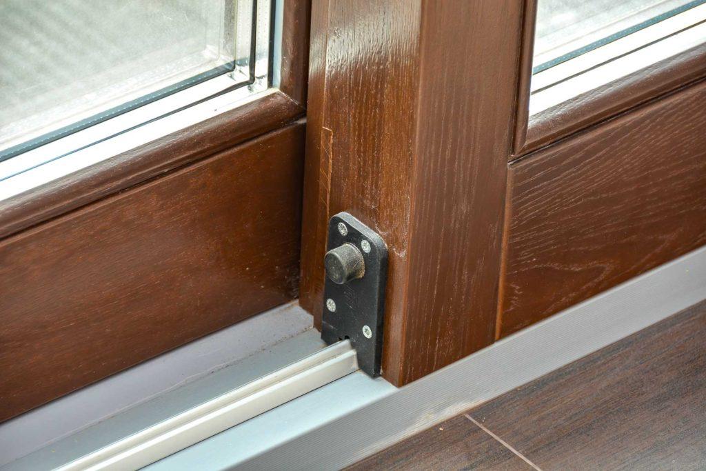 Установлены окна и порталы HS из лиственницы