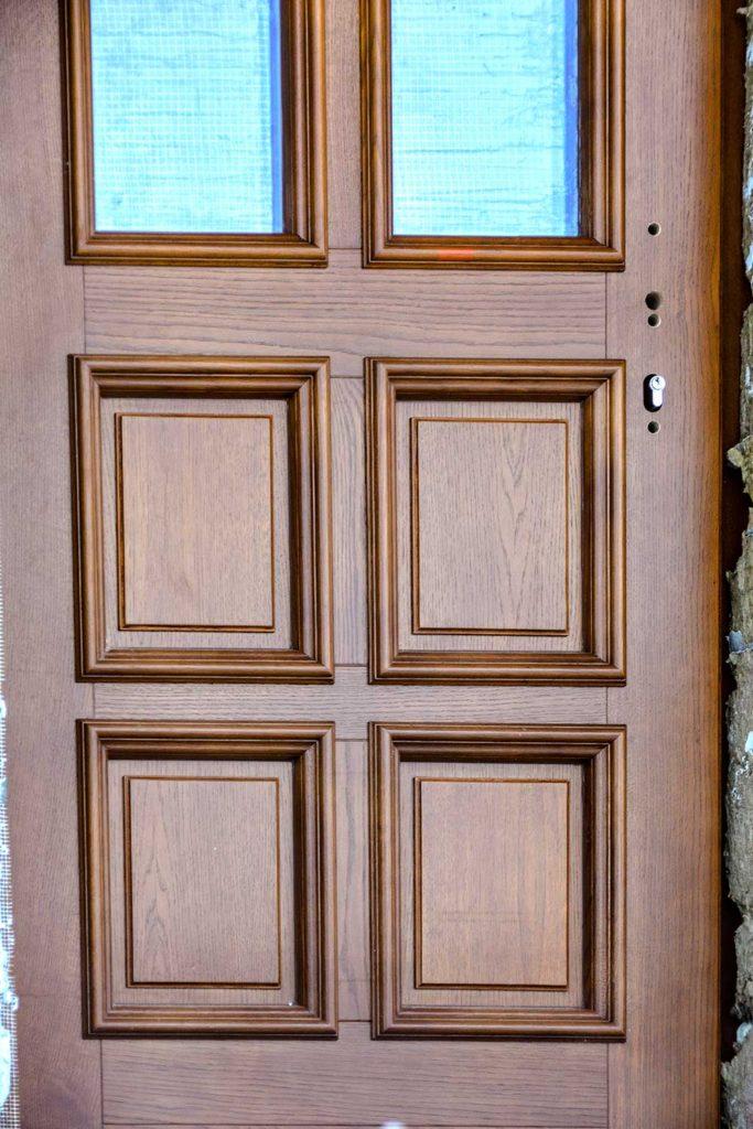 Установлены дубовые окна и двери в историческом исполнении