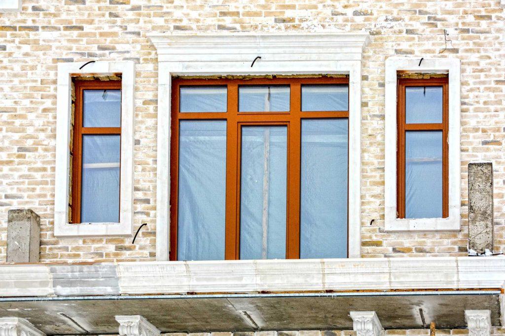 Остекление дома дубовыми окнам