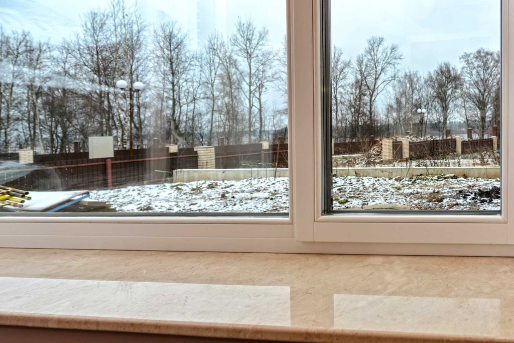 Установлены эркерные окна из сосны