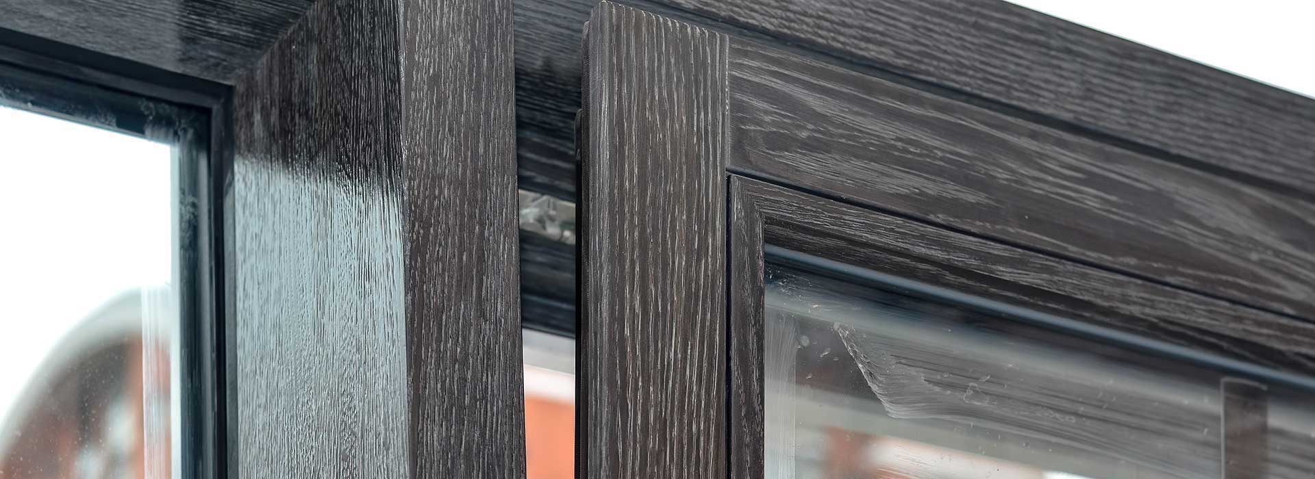 ostekleniya-oknami-i-fasadnoj-konstrukciej-iz-duba