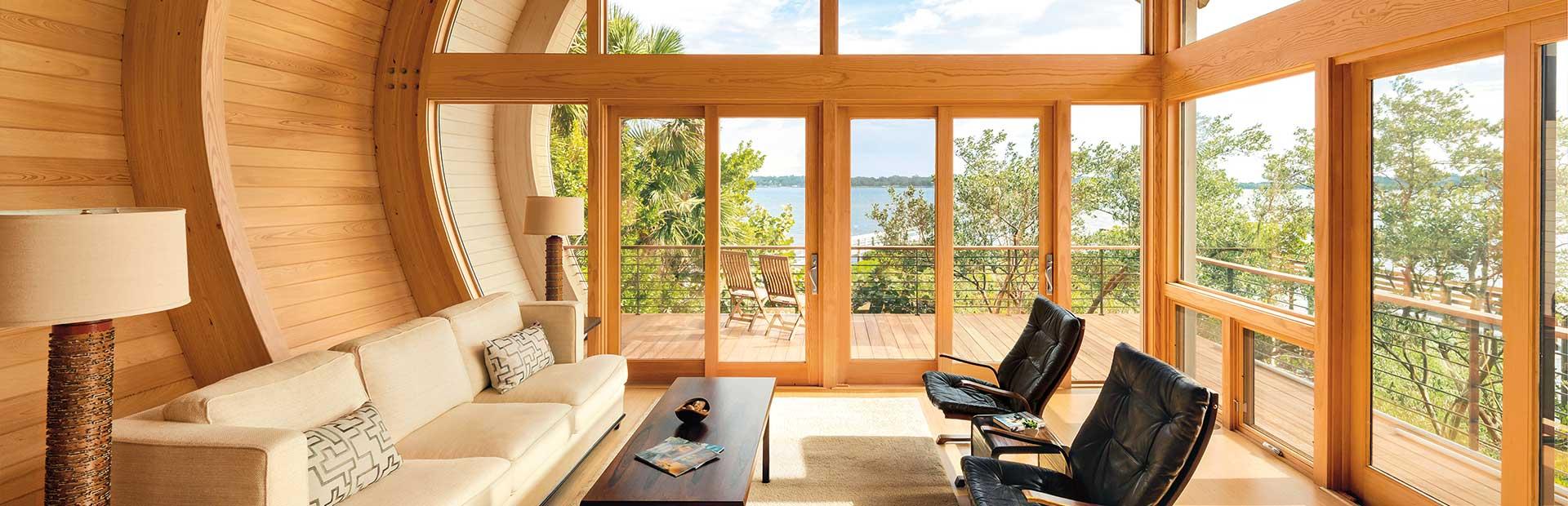 терраса с окнами из дерева
