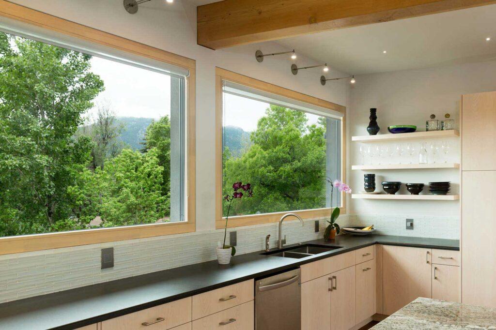 Глухое окно для кухни