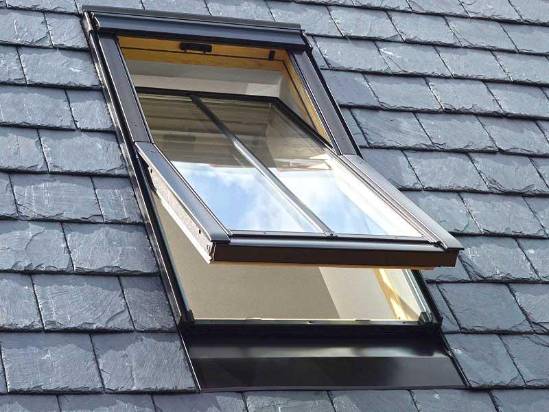 мансардное открывное наружу снизу окно